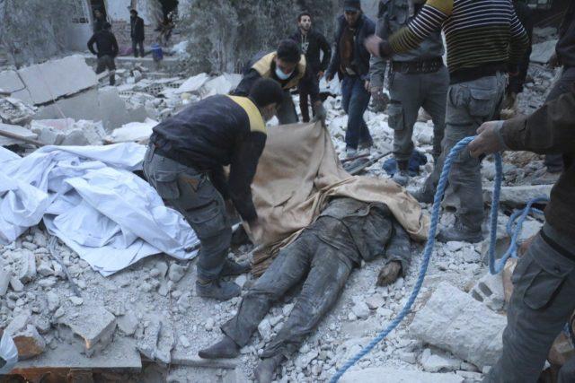 Drastické záběry z damašského předměstí zobrazují výlučně zkázu a utrpení civilních obyvatel | foto:  ČTK/AP, ČTK