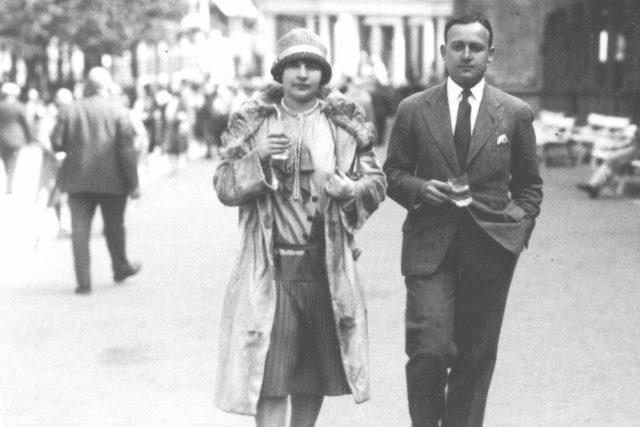 Marianne Golz se svým manželem Hansem v Mariánských Lázních. Nedatovaný snímek z archivu Ronnieho Golze | foto: Archiv von Ronnie Golz