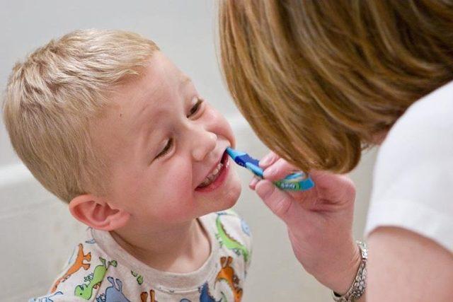 Správné čištění zubů by si měly děti osvojit co nejdříve