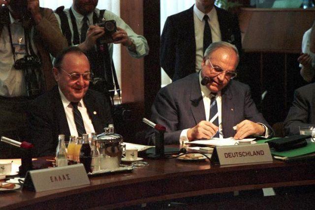 Německý kancléř Helmut Kohl (vpravo) s ministrem zahraničí Hansem-Dietriechem Genscherem