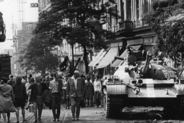 Pošlete svou fotku z roku 1968 a vyhrajte. Czech Photo a Český rozhlas vyhlašují velkou foto soutěž (ilustrační foto)