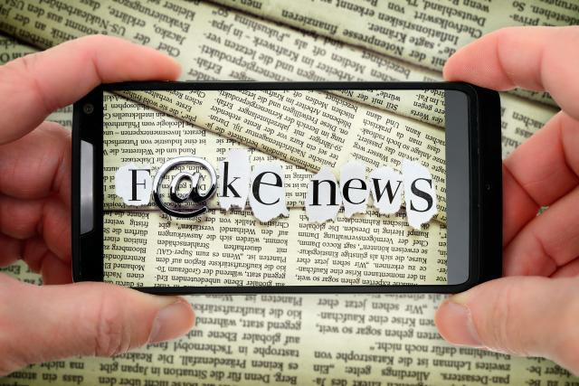 Fake news  (česky falešné zprávy) je typ tzv. žluté žurnalistiky,  která šíří dezinformace či hoaxy | foto: Fotobanka Profimedia