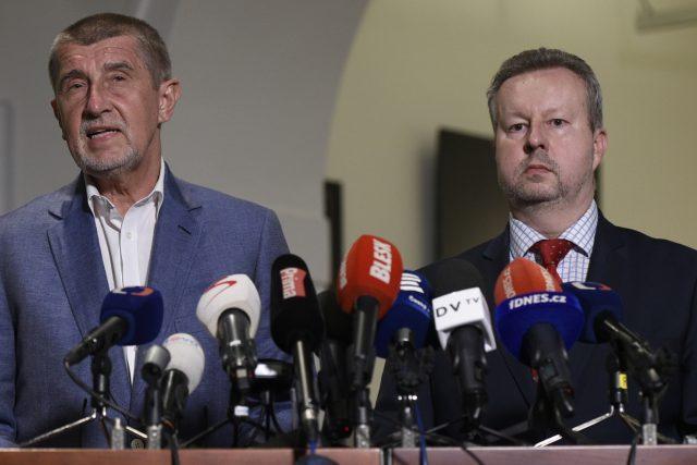Andrej Babiš a Richard Brabec z hnutí ANO po jednání o vládě s ČSSD