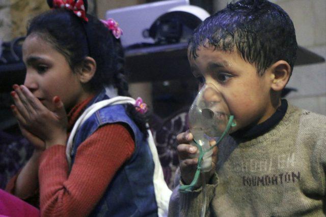 Obětmi byli běžní obyvatelé této oblasti, tedy sunnitští Arabové, odpůrci Bašára Asada