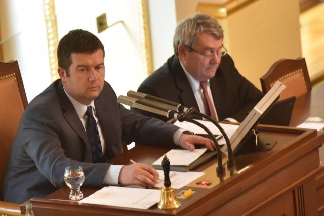 Předseda ČSSD Jan Hamáček se dnes sejde s Andrejem Babišem kvůli nové vládě. Setkání by se měl zúčastnit i předseda KSČM Vojtěch Filip, s jehož tichou podporou koaliční projekt počítá