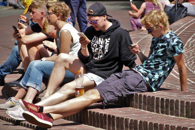 Dnešní generace mladých považuje digitální rozměr našeho života za normu | foto: Licence Public domain CC0,  Fotobanka Pixabay