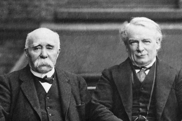 George Clemenceau  (vlevo) a David Lloyd-George,  premiéři Francie a Velké Británie na konci první světové války | foto:  autor neznámý 2,  Public domain,  Wikimedia Commons