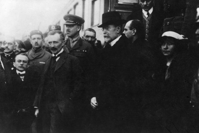 Tomáš Garrigue Masaryk se po 4 letech exilu vrací do vlasti (Wilsonovo nádraží v Praze 21. prosince 1918)