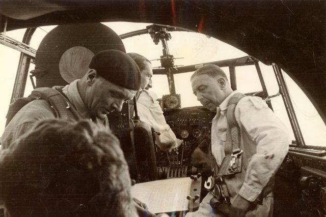 Posádka během testu letadla Avro Lancaster, 1942