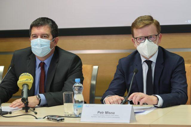 Ministr vnitra Jan Hamáček a Petr Mlsna, náměstek ministra pro řízení legislativy