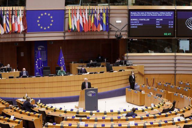 Evropský parlament vyzval státy EU ke koordinovanému vyhošťování ruských diplomatů