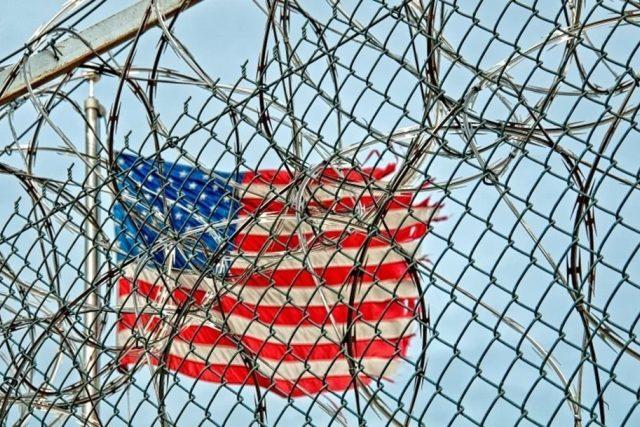 americká vlajka - vězení
