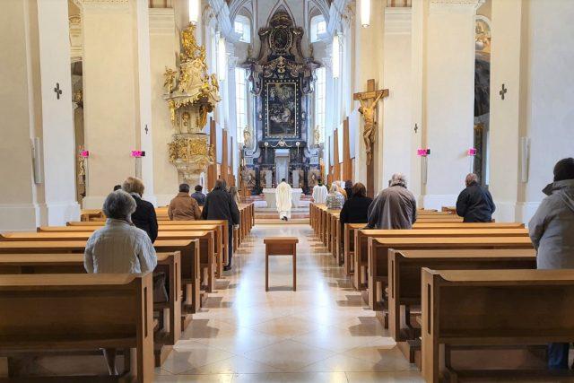 Mše v katedrále svatého Mikuláše v Českých Budějovicích (archivní foto)