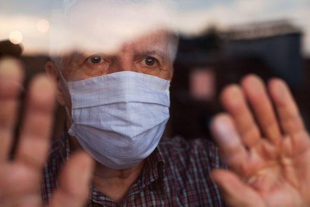 Smutek a izolace v době epidemie koronaviru   foto: Shutterstock