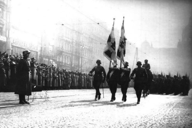 Němečtí vojáci na Václavském náměstí v Praze v březnu 1939 | foto: Archivní a programové fondy Českého rozhlasu