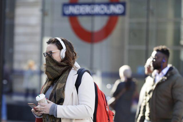 Nejhorší scénář britských úřadů počítá s nakažením až 80 % obyvatel