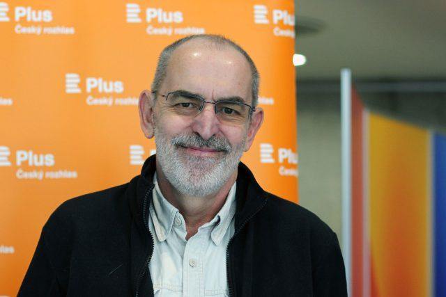 Ivo Šmoldas, básník, nakladatelský redaktor, kulturní publicista, scenárista, moderátor a překladatel