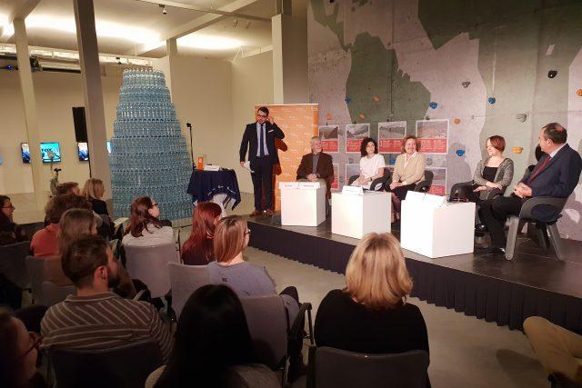 veřejná debata Českého rozhlasu Plus z DOX; moderuje Michael Rozsypal