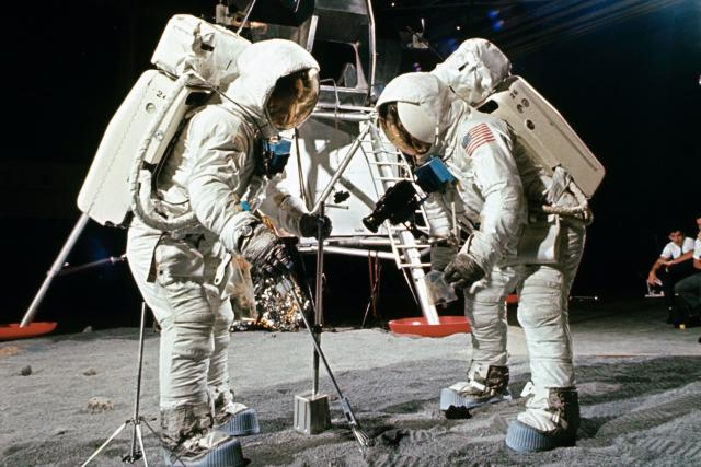 Simulace přistání na Měsíci