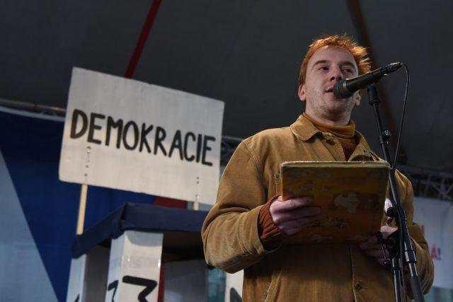 Mikuláš Minář během demonstrace Milionu chvilek pro demokracii