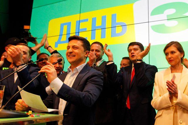 Novým prezidentem Ukrajiny byl zvolen Volodymyr Zelenskyj