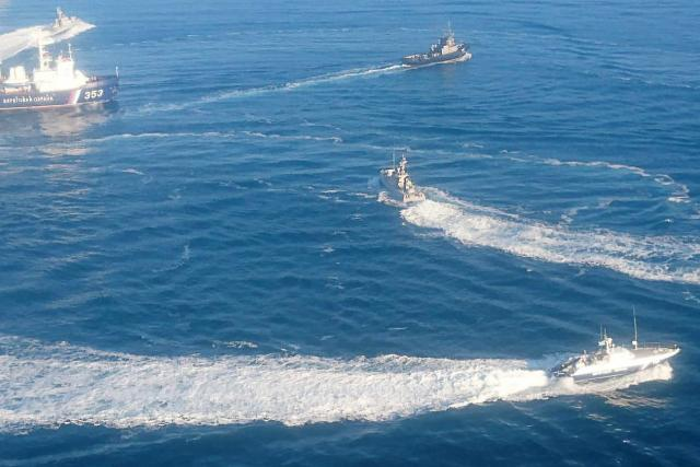 Ruská strana přímo na moři napadla ukrajinské lodi