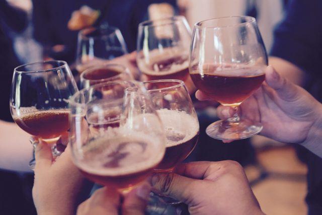 Závislost na alkoholu (ilustrační foto)