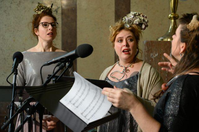 Hudba k Siréně, tři sirény pro 3 ženské hlasy: Jana Vöröšová, Daniela Smutná, Magdalena Šmídová Turchichová