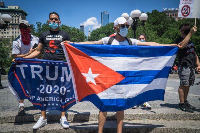 USA oznámily zpřísnění sankcí proti Kubě