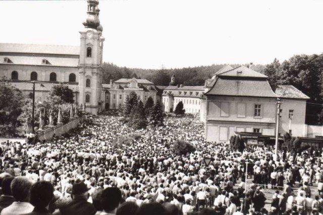 Centrum poutního místa Velehrad bylo zaplněno tisíci poutníků z celého Československa