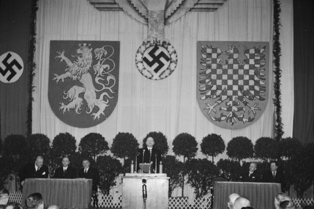 Emanuel Moravec řeční v Lucerně   foto: ČTK