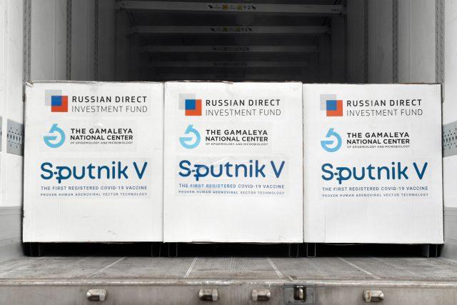 Zásilka vakcíny Sputnik V v Maďarsku