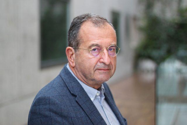 Podle psychiatra Cyrila Höschla dochází k masivnímu přesunu komunikace do prostředí internetu