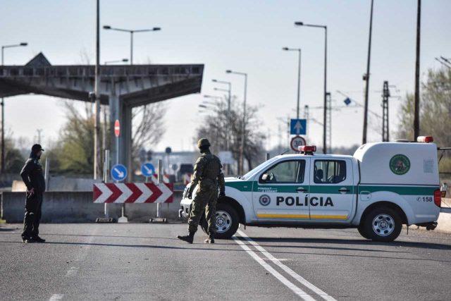 Hlídky na slovenských hranicích