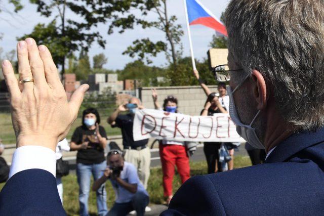Vítání Miloše Vystrčila při návratu z Tchaj-wanu do Prahy