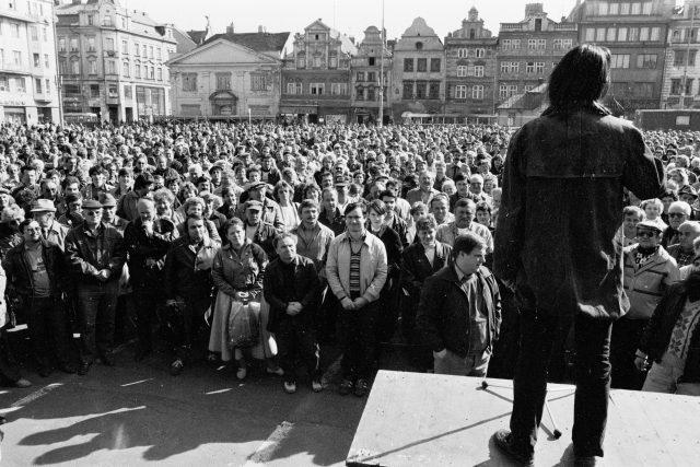 Listopad 1989 v Plzni / November 1989 in Pilsen