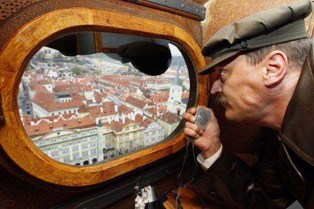 Chrám sv. Mikuláše v Praze. Věž chrámu sloužila jako pozorovatelna StB