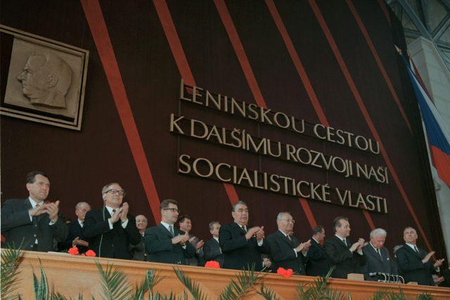 XIV. sjezd KSČ v květnu 1971. Uprostřed generální tajemník ÚV KSČ a prezident ČSSR Gustáv Husák
