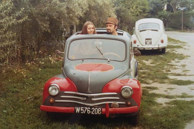 První auto. Spisovatel Milan Ráček se se svou ženou usadil už v 70. letech nedaleko československé hranice v Rakousku  | foto:  archiv Milana Ráčka