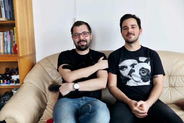 Oba jsou doktorandi na vysoké škole,  Vojta si přivydělává jako knihovník a Jakub je loutkoherec | foto: Barbora Linková,  Český rozhlas