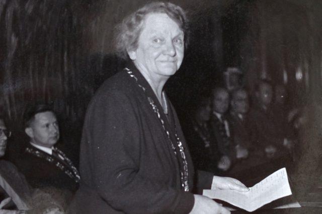 Julie Hamáčková jako děkanka | foto:  VŠCHT, Wikimedia Commons, CC-BY-SA 4.0