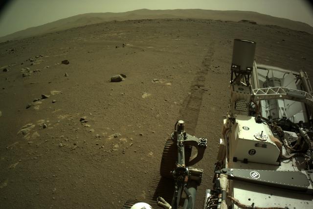 Americké vozítko Perseverance už jezdí po povrchu Marsu | foto:  NASA/JPL-Caltech,  mars.nasa.gov,  CC0 1.0