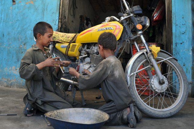 Dětská práce v Afghánistánu   foto: Profimedia