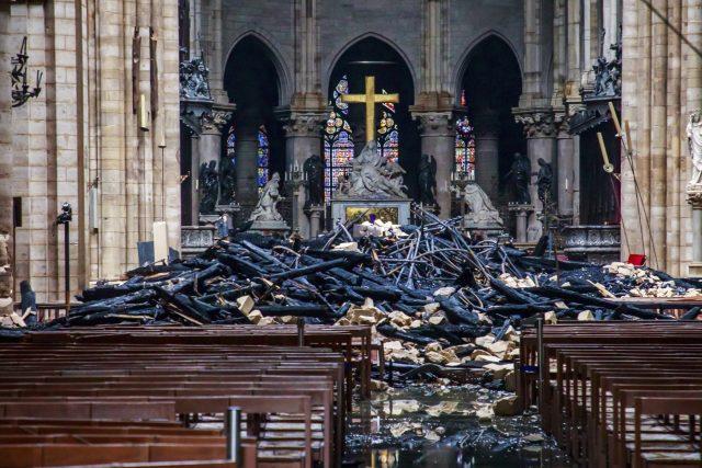 Katedrála Notre-Dame po požáru