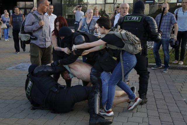 Protesty v Bělorusku   foto: Sergei Grits,  ČTK/AP