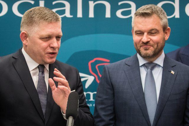 Volební jedničkou strany Smer je premiér Peter Pellegrini (vpravo), na druhém méstě kandiduje předseda strany Robert Fico