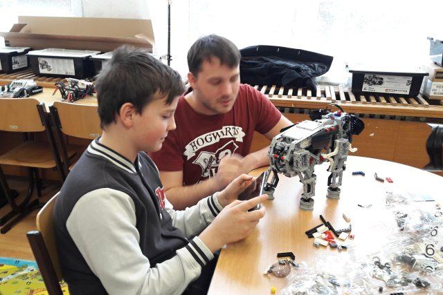 """""""Robotický inkubátor"""" na základní škole Neštěmická"""