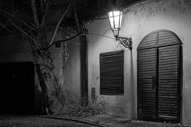 Praha, zákoutí, noc