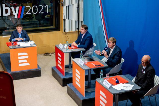 Hosty debaty byli Martin Kupka  (Spolu,  ODS),  Patrik Nacher  (ANO),  Ctirad Musil  (Moravané),  Jan Májíček  (Levice) a Jan Michael Kubín  (Hnutí Prameny). | foto: Khalil Baalbaki,  Český rozhlas