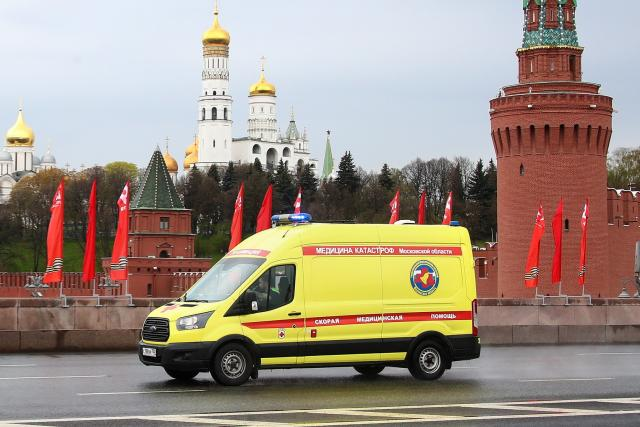 Sanitka v Moskvě během koronavirové pandemie